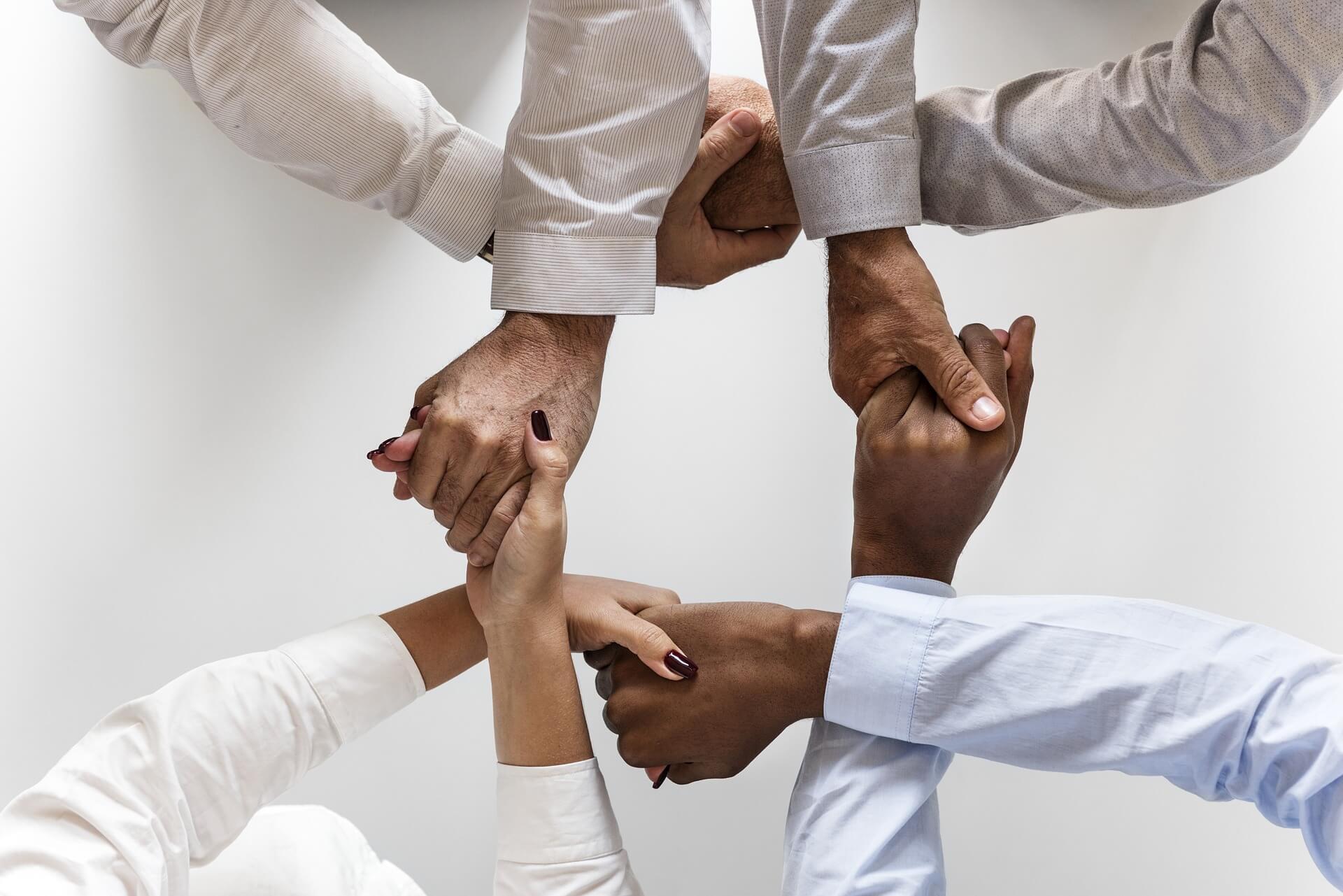 El trabajo en equipo es una de las maneras mas eficientede optimizar tiempo.